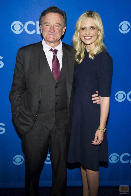 Robin Williams y Sarah Michelle Gellar en los Upfronts 2013 de CBS