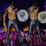 Los hombres de los tambores de Irlanda con el torso desnudo en Eurovisión 2013