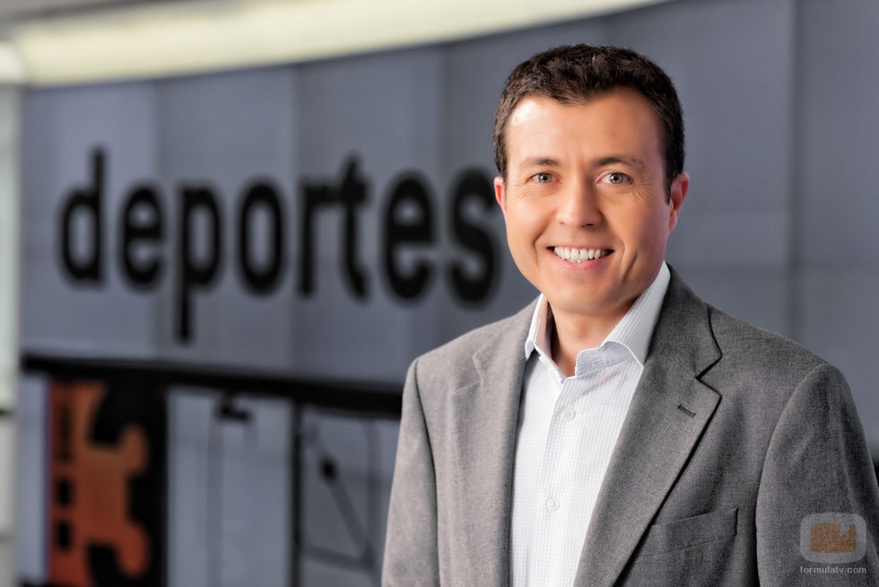 Manu Sánchez es el presentador de 'Deportes 2' en Antena 3