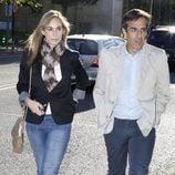 Marta Reyero y Juan Pedro Valentín en el tanatorio de Mario Biondo