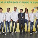 J.J. Santos con el equipo del Área de Deportes de Mediaset España en la presentación de la Copa FIFA