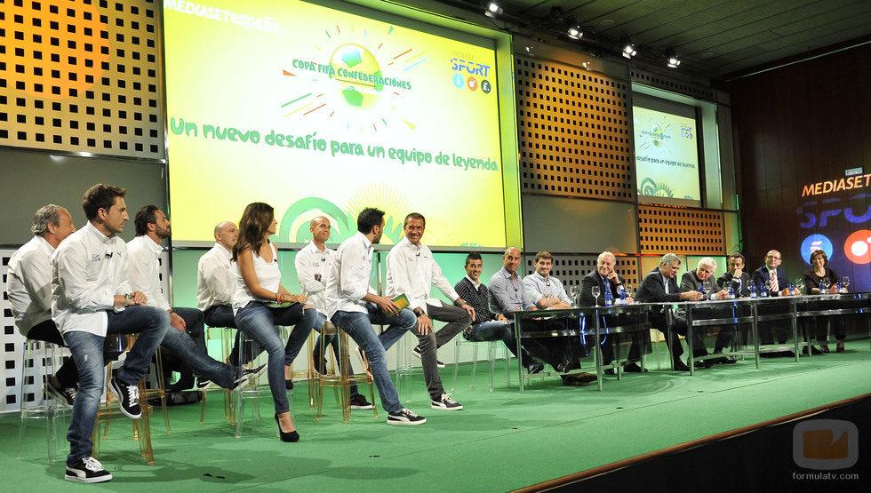 El equipo de profesionales de Mediaset España y representantes del fútbol español en la presentación de la Copa FIFA
