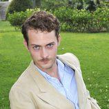 Peter Vives es Marcus Logan en 'El tiempo entre costuras'