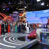 Mercedes Milá con los concursantes de 'Gran Hermano catorce' en la final