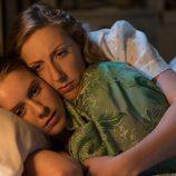 Rita abraza a Luisa en 'Galerías Velvet'