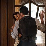 Pasión entre Ana y Alberto en 'Galerias Velvet'