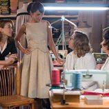Ana con sus compañeras en el taller de 'Galerías Velvet'
