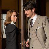 Clara coquetea con Mateo en 'Galerías Velvet'
