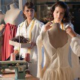 Luisa y Ana con sus compañeras en el taller de 'Galerías velvet'