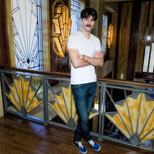 Javier Rey posa durante la presentación de 'Galerías Velvet'