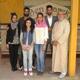 Fátima Ben Barek (Hiba Abouk) y su familia en 'El príncipe'