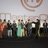 Pepe Rodríguez hace entrega del premio de 'MasterChef' a Juan Manuel