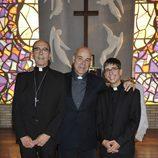 Resines, Rellán y Vilches posan caracterizados en la capilla de 'He visto un Ángel'
