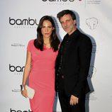 Armando del Río y su pareja en la fiesta de aniversario de Bambú Producciones