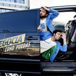 Miguel Martín y Raúl Gómez en la furgoneta de 'Negocia como puedas'