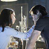 La pareja protagonista en el primer capítulo de 'Bella y Bestia'