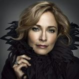 Susanna Thompson es Moira Queen en 'Arrow'