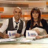 Los presentadors de 'Está pasando', Emilio Pineda y Lucía Riaño