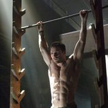 Oliver Queen (Stephen Amell) entrena duro para luchar contra el crimen en 'Arrow'