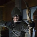Oliver Queen como el encapuchado de 'Arrow'