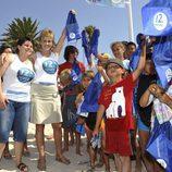 "Mercedes Milá, emblema de la campaña de 12 Meses ""Antes de guardar la toalla, limpia tu metro de playa"""