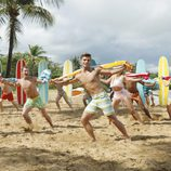 Los protagonistas de 'Teen Beach Movie' bailan en bañador