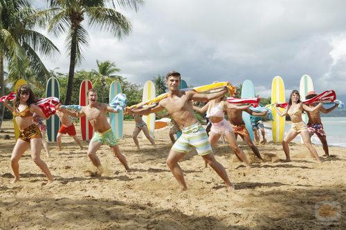 Los protagonistas de 'Teen Beach Movie' bailan en bañador