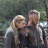 Travis Fimmel y Katheryn Winnick, pareja en 'Vikingos'
