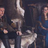 Gabriel Byrne y Jessalyn Gilsig, conde y condesa Haraldson en 'Vikingos'