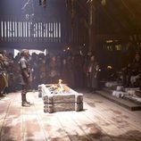Travis Fimmel, Gabriel Byrne y Jessalyn Gilsig, protagonistas de 'Vikingos'