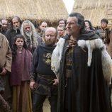 Travis Fimmel y Gabriel Byrne, vikingo y conde en la serie 'Vikingos'