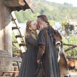 Travis Fimmel y Katheryn Winnick en el tercer capítulo de 'Vikingos'