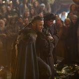 Travis Fimmel y George Blagden en el tercer capítulo de 'Vikingos'