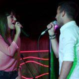 Emma Tejeda y Josh ('El número uno') en el concierto de la sala 40 Café de Madrid