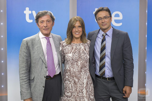 Jesús Álvarez, Ana Blanco y Marcos López, presentadores del 'Telediario 2'