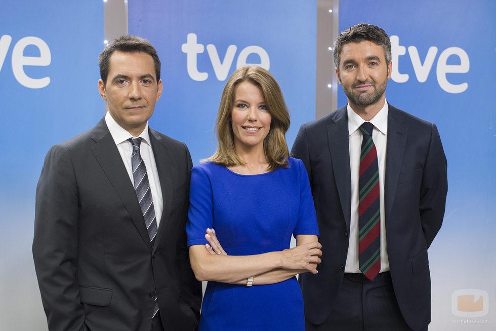 Jesús Amor, Ana Belén Roy y Roi Groba, presentadores del 'Telediario matinal'