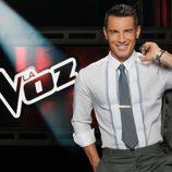 Jesús Vázquez sonríe en el plató de 'La voz'
