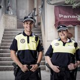 Juan Fredsa y Geli Albadalejo son los policías de 'Vive cantando'