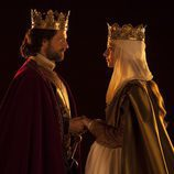 Rodolfo Sancho y Michelle Jenner en la segunda temporada de 'Isabel'