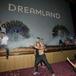 Christian Sánchez canta antes del estreno de 'Dreamland' en el FesTVal de Vitoria