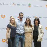 El reparto de 'El tiempo entre costuras' en el FesTVal 2013