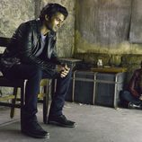 Sendhil Ramamurthy y Kristin Kreuk en 'Bella y Bestia'