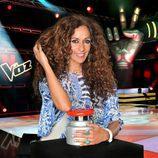 Rosario Flores con el pulsador de la segunda edición de 'La Voz'