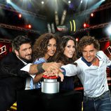 Los coaches de 'La Voz 2' le dan al pulsador