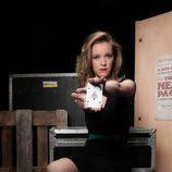 María Esteve hace trucos con cartas en 'Por arte de magia'