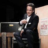 Jorge Sanz saca una carta de su chaqueta en 'Por arte de magia'
