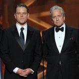 Matt Damon y Michael Douglas en los Emmy 2013
