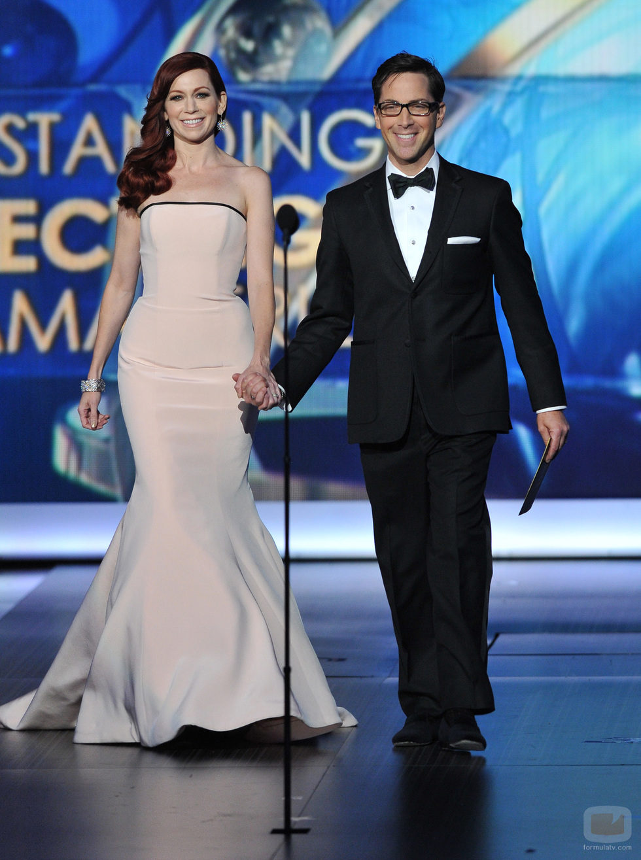 Carrie Preston y Dan Bucatinsky en los Emmy 2013