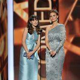 Zooey Deschanel y Emily Deschanel en los Emmy 2013