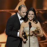 "Tony Hale ""sopla"" el discurso a Julia Louis-Dreyfus tras ganar el Emmy 2013"